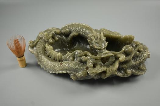 中国美術 翡翠玉石 細密透彫刻 龍 置物 横44,5cm 重9kg 天然石 鑑賞石 煎茶道具 飾り物 細密細工 古美術品 [b165]