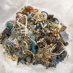 アクセサリー 大量 まとめ 約9kg ネックレス/イヤリング/指輪/ピアス/カフス/タイピン/ブローチ ゴールド/天然石/パールなど ヴィンテージ